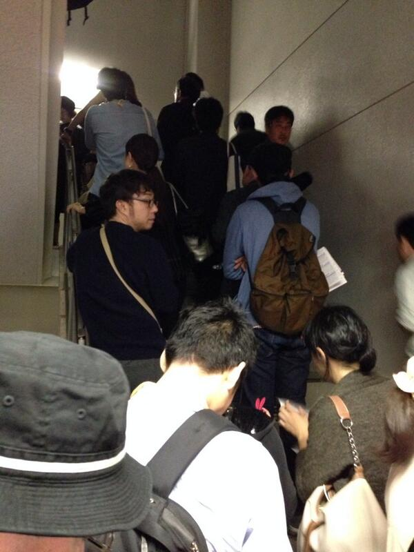 朝から上映を待つ人が階段まで溢れた。